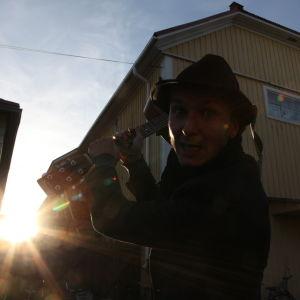 Samuli Putro elokuvateatteri Bio Huvimyllyn luona Raahessa ohjelmassa Suojele minua!