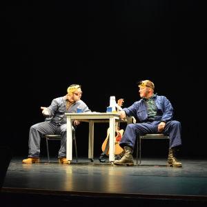 Ted och Kaj ger Pleppo två på Wasa Teater hösten 2016.