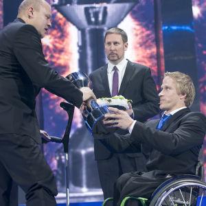 Leo-Pekka Tähti tilldelas ett pris på Idrottsgalan.