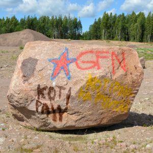 Graffiti på en sten i Pyttis.