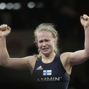 Petra Olli firar EM-guldet, våren 2016.
