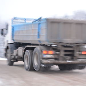 Lastbil kör iväg