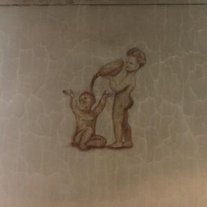 Barn som tvättar sig tekningen finns på en vägg i Auschwitz
