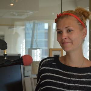 Mikaela Wikström arbetar för Svenska Yle på Radio Vega Östnyland