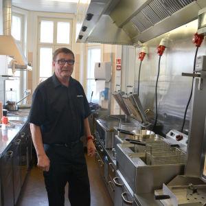 Frank Holmström i Korv-Görans kök i Ekenäs.