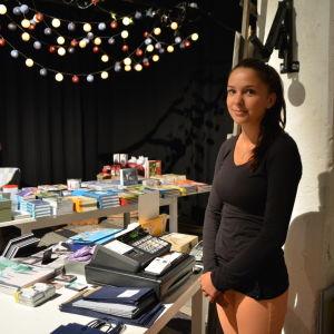 Amanda Lindell i Mumin pop- upaffären