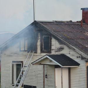 Brand i ett hus på Magasingatan i Ekenäs.