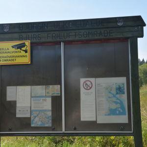 Infoskylten vid ingången till området