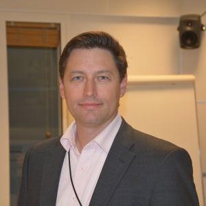 Niklas Andersson är minister Päivi Räsänens specialmedarbetare