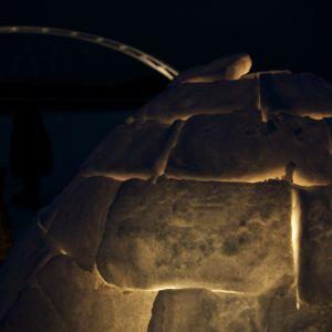 Tom Nylund har byggt en igloo.
