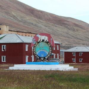 Ödestaden Pyramiden på Svalbard