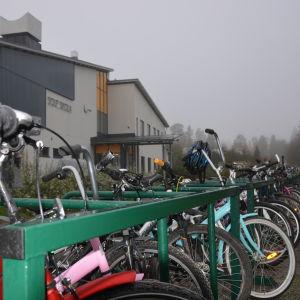 Idag trivs eleverna i Solf nya skola.