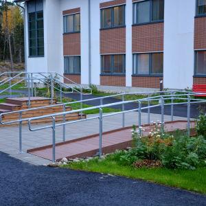 Rehabilitering på innergården vid Korsholms närsjukhus.