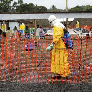 desinfektion pågår i ebolacentret i Monrovia