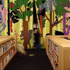 Apila -kirjaston lastenosasto