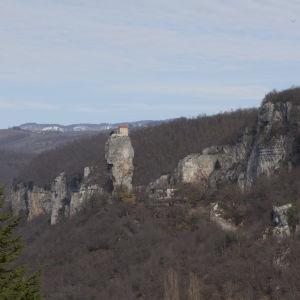 Georgia, 40 metrin korkeudessa oleva luostari