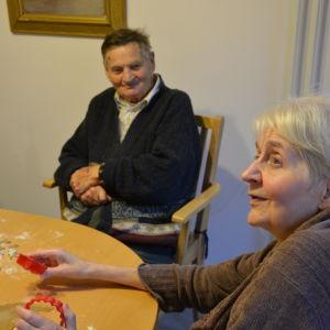 Elof och Ghita bakar pepparkakor