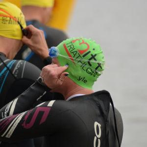 Anna Kultalahti i väntan på att starten i Sun City triathlon ska gå