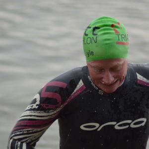 Anna Kultalahti har klarat av simsträckan i Sun City triathlon