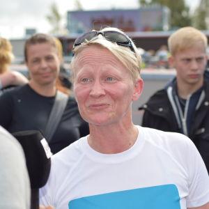 Anna nöjd och glad efter målgång i Sun City Triathlon i Vasa