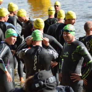Snart går starten i Sun City Triathlon.