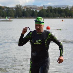 Marcus Långs klar med simsträckan
