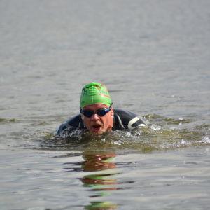 Stig Andersson simmar i Sun City triathlon