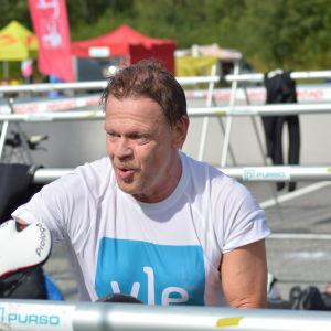 Stig Andersson har kommit till växlingsområdet efter simningen