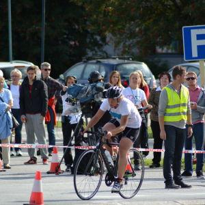 Sandra Sundvik kommer in för varvning i Sun City Triathlon