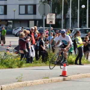 Marcus Långs kommer in för varvning i Sun City Triathlon