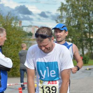 Marcus Långs i mål i sitt triathlon