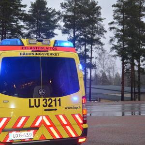 Ambulansen vid Ekenäs räddningsverk på en av sina första utryckningar.