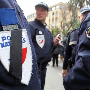 Jakt på misstänkta terrorister i Paris.