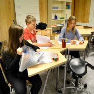 Elever i Vårberga skola.