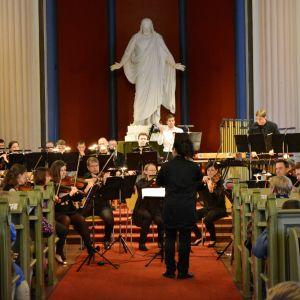 Porvoo ensemble Borgå spelar i Lovisa kyrka.