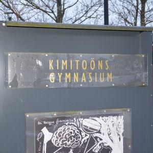 Skylten Kimitoöns gymnasium.