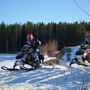 Linn Sjöberg och Viktor Hertén, par i snowcross.
