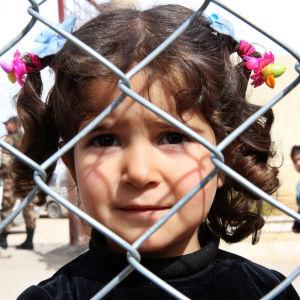 Syrisk flicka på flyktingläger.