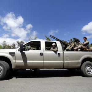Houthi-rebeller i huvudstaden Sanaa den 24 mars 2015.