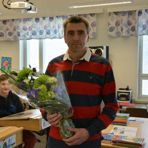 Läraren Kjell Himmelroos från Raseborg van Svenska Yles valtippning.
