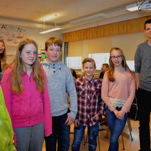 Eleverna Oskar Strand, Victoria Aalto, Jonathan Hellström, August Björkman, Ida Simonen och lärare Niclas Zweigberg.
