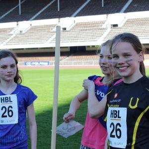Jeanette Latva, Kiia Jalonen och Daniela Sandås såg till att Cygnaeus skola från Åbo försvarade sin seger på lågstadiernas 600+600+400 meter