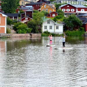SUP:are (stand up surfare) på Borgå å