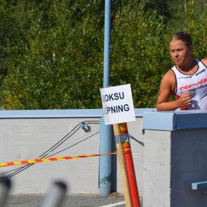 Aino Luoma kommer in för växling till cykling.