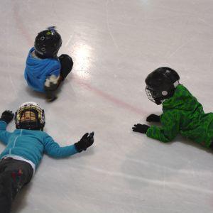 pojkar på isen