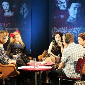 Nadja Nowak, Katja Kettu, Sofi Oksanen, Sirpa Kähkönen ja Seppo Puttonen suorassa lähetyksessä Helsingin kirjamessuilla 2015