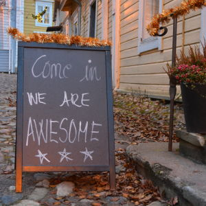 Come in we are awesome caféskylt