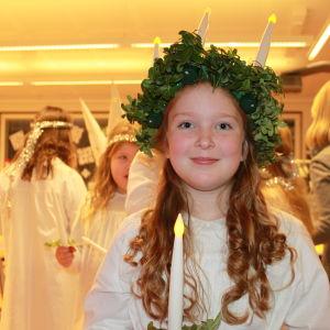 Bobäckin koulun Lucia-neito Mya Höglund