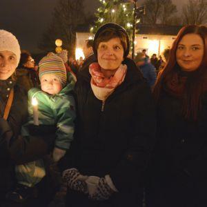 Jutta och Aston Angus samt Mia Nygård och Lotta Lindström kom för att lyssna på lucia.
