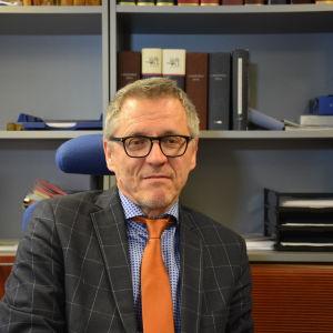 Ledande lagman Daniel Allen på Österbottens tingsrätt.